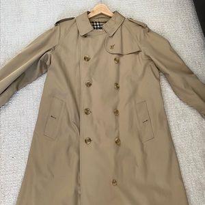 BURBERRY MEN'S Classic Beige Trench coat